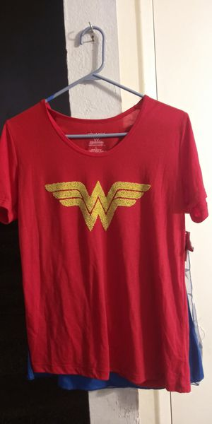 🏋Wonder Woman Tee with Cape! Size L 🎃 for Sale in Escondido, CA