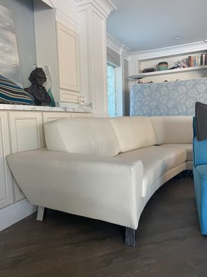 Luxury couch (white leather) for Sale in Las Vegas, NV