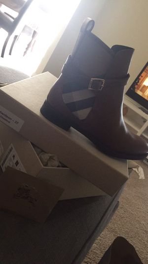 burberry boot for Sale in Chantilly, VA