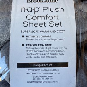 NEW KING SIZE PLUSH SHEET SET $50 for Sale in Costa Mesa, CA
