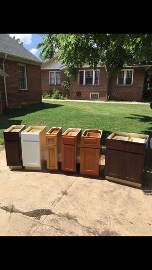Brad new kitchen cabinets for Sale in Thomasville, NC