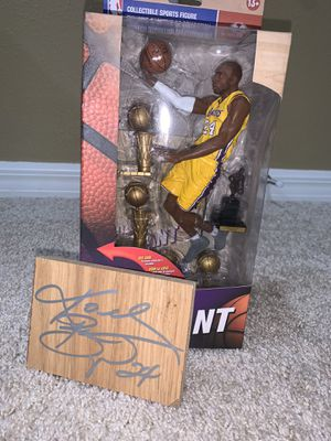 Kobe Bryant floorboard auto & action figure for Sale in Spring Hill, FL