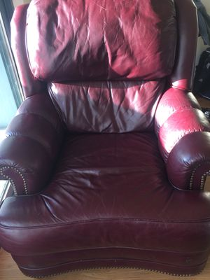 Single leather couch for only free for Sale in Seattle, WA