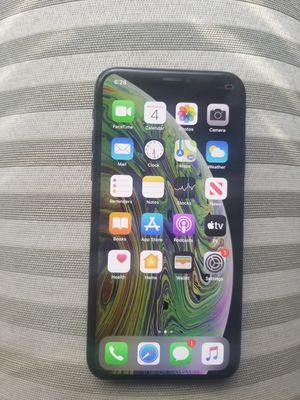 AT&T Cricket iPhone xs 64gb excellent condition for Sale in Atlanta, GA