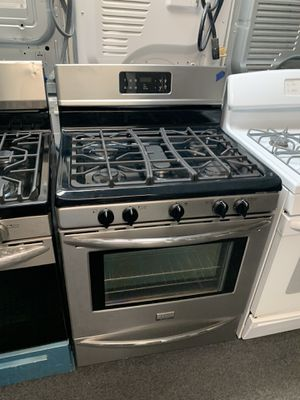 FRIGIDAIRE STAINLESS STEEL GAS STOVE IN EXCELLENT CONDITION for Sale in Windsor Mill, MD