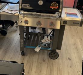 WEBER 66011001 GENESIS II NATURAL GAS BBQ M 7A for Sale in Friendswood,  TX
