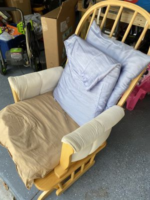 Free rocking chair for Sale in Spring Hill, FL