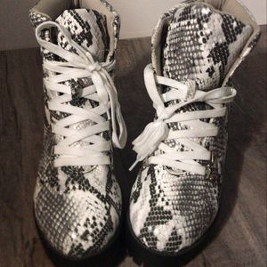 Snake pattern boots for Sale in Hacienda Heights, CA