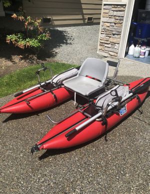 Pontoon boat with trolling motor and deep charge marine battery for Sale in Lynnwood, WA