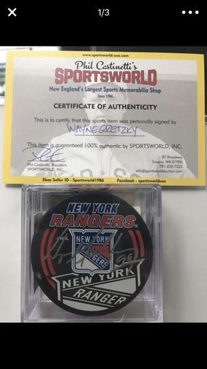 Wayne Gretzky signed puck (FIRM) for Sale in Boston, MA
