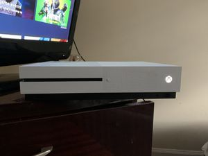 Xbox one S ( Xbox is in Perfect condition I no longer have reason for it come with turtle beach headset and controller) for Sale in East Point, GA