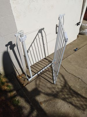 Swing shut Baby gate. for Sale in Alameda, CA