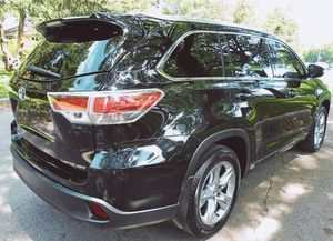 Price $18OO 2O15 Toyota Highlander for Sale in Baltimore, MD