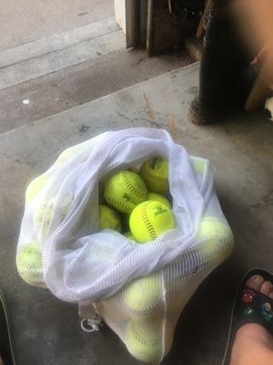 25 softballs for Sale in Blue Springs, MO