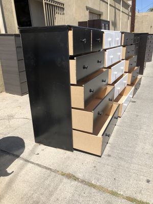 6 drawer dresser * 60H x 40W x 20D* We deliver for Sale in Bellflower, CA