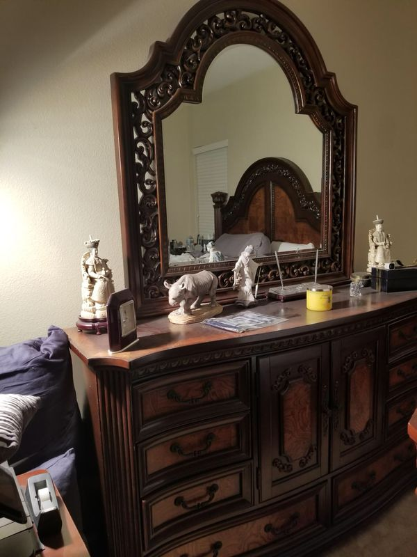 KING BED AND BEDROOM SET