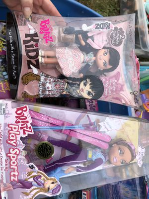 2 Brand New Bratz Dolls for Sale in Bristol, RI