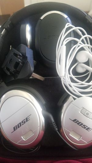 Bose quietcomfort3 noise cancelling headphones for Sale in Key Biscayne, FL