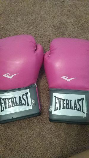Everlast Boxing gloves for Sale in Gunpowder, MD
