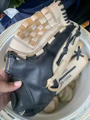 Baseball glove forsale 13Inch for Sale in Park City, IL