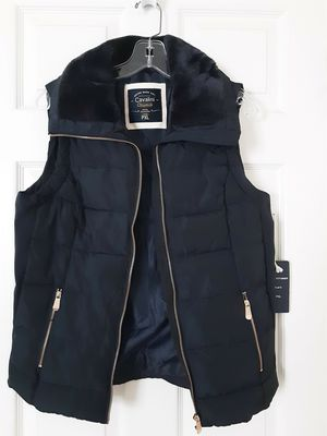 Navy Puffer Vest /faux fur collar for Sale in Chantilly, VA