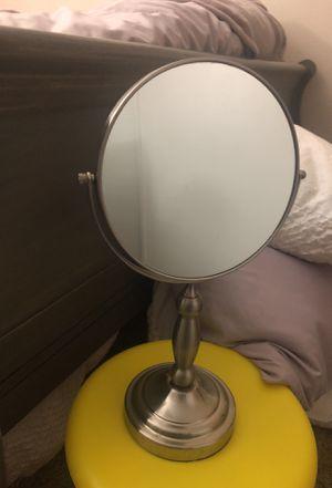 Makeup mirror/ vanity for Sale in North Las Vegas, NV