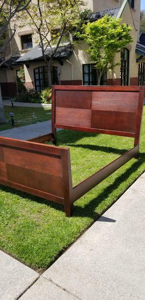 preciosa base de madera importado de Indonesia para cama king size $70 for Sale in Garden Grove, CA