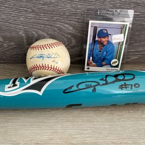 Gary Sheffield Signed Baseball And Bat, With Rookie Card for Sale in Boynton Beach, FL