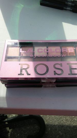 L.A. COLORS EYESHADOW for Sale in West Palm Beach, FL