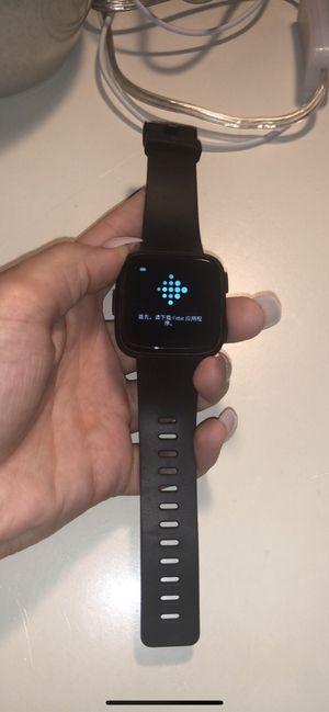 Black Fitbit Versa for Sale in Edwardsville, IL