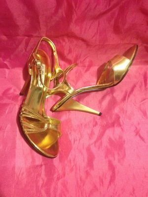 New in box size 7 Gold Sandal Heels for Sale in Tampa, FL