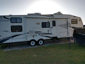 2006 Cougar 5th wheel camper for Sale in Hope Mills, NC