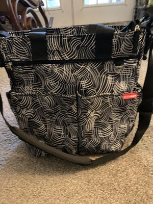 Skip Hop Skip Hop Messenger Diaper Bag With Matching Changing Pad, Duo Signature, Black Swirl for Sale in Smyrna, GA