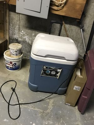 6 day cooler for Sale in Worcester, MA