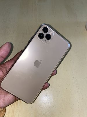 iPhone 11 Pro Max 256 GB gold for Sale in Sacramento, CA