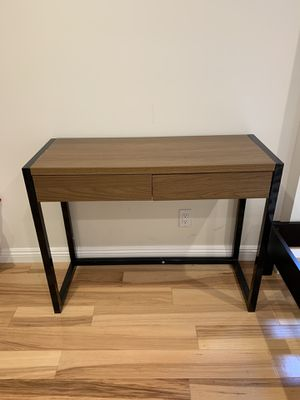 Desk and chair for Sale in Los Angeles, CA