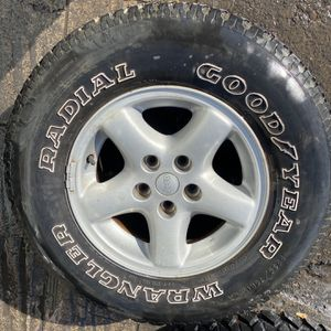"15"" 4 used Wheels & tires Jeep 5x115////5x4.5 Bolt pattern for Sale in Gilroy, CA"