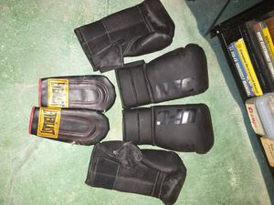 UFC 18 g padded boxing gloves for Sale in Middletown, PA