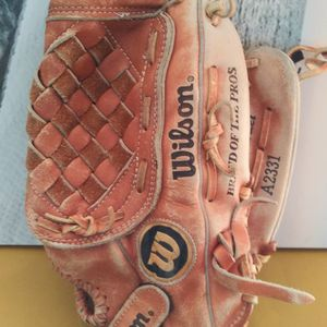 Wilson A2331 Leather Baseball Gloves. for Sale in Chicago, IL