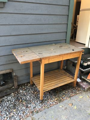 Free outdoor grill table/stand for Sale in Los Angeles, CA