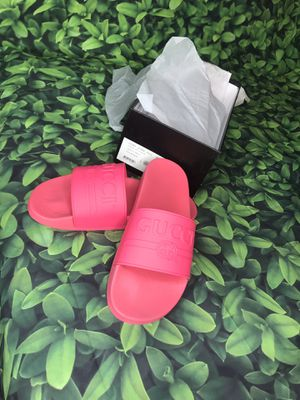 Authentic Women Gucci Logo Rubber Slide Sandal Size 9 for Sale in Fayetteville, NC