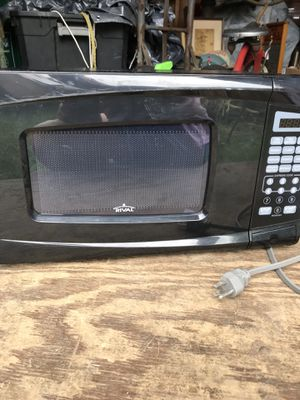 Rival small microwave. Clean works great barely used. for Sale in Wyomissing, PA