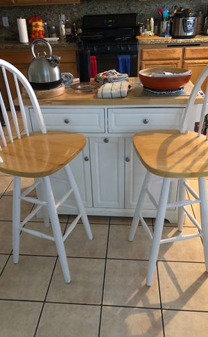 Kitchen island and stools for Sale in North Las Vegas, NV