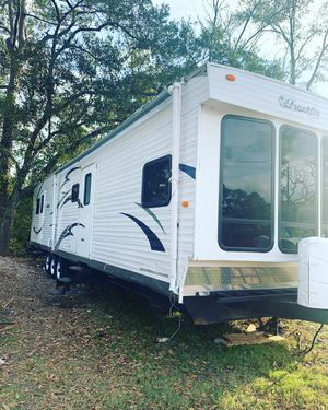 2012 Franklin travel trailer 40 foot three slide outs two bedrooms front bunk room rear large bedroom living room is really big fridge raider freezer for Sale in Spring, TX