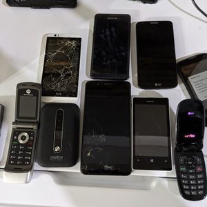 Tablet And Phone Lot For Parts for Sale in San Antonio, TX