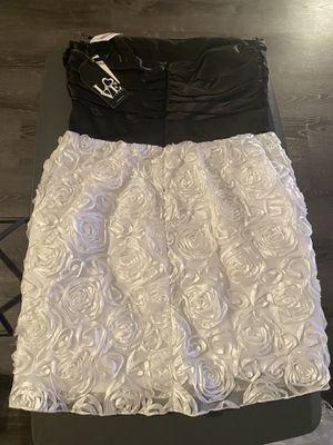 Juniors Black and White Flower Dress for Sale in Forestville, MD
