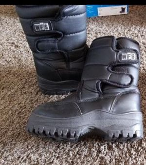 Kids snow boots size 13 for Sale in Victorville, CA