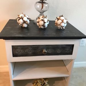 Decorative Black And White Side Table for Sale in Riverview, FL