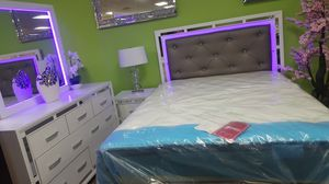 Queen size bedroom set. Financing available for Sale in Las Vegas, NV