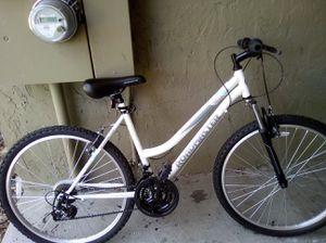 Road master women's bike for Sale in BELLEAIR BLF, FL